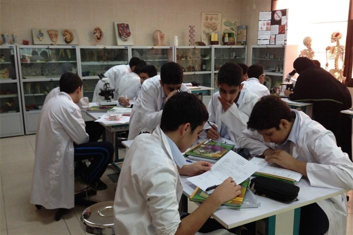ضرورت ایجاد مدارس پژوهش محور در کشور/ سهم دانشگاه آزاد اسلامی چقدر است؟
