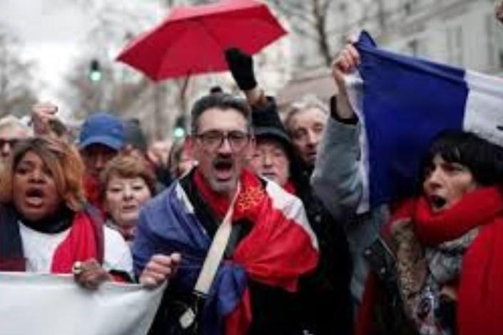 شال قرمزها وارد خیابان های پاریس شدند