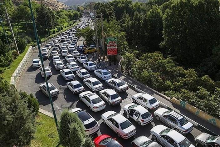 ترافیک سنگین در جادههای شمال/ محورهای مازندران بارانیست