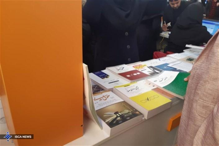 بررسی علت محبوبیت کتاب های الکترونیک از دیدگاه دانشجویان