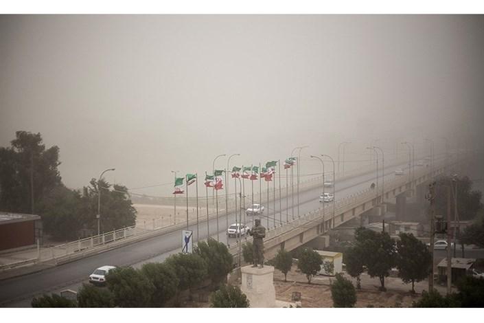 بارش پراکنده در تهران/گرد و خاک در شرق کشور
