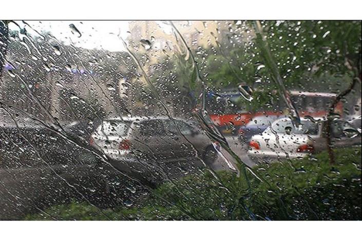 جاده های مازندران بارانی ست/ مه گرفتگی در جاده های گیلان و مازندران  و  اردبیل