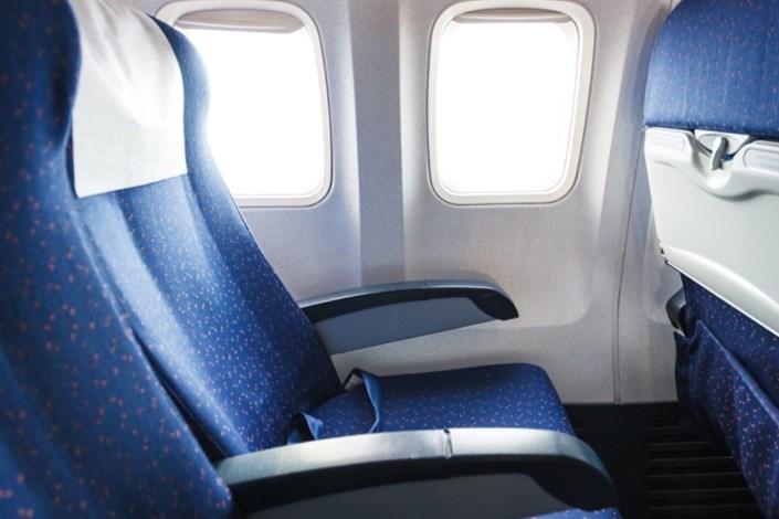 فناورینانو ایرانی، روی صندلی هواپیما مینشیند