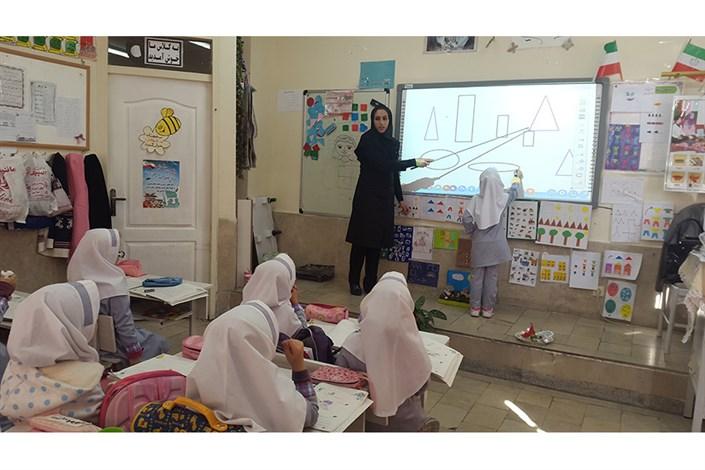 تجهیز ۸ مدرسه شهرستان ملکشاهی توسط بنیاد مستضعفان