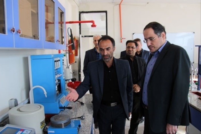 تمرکز بر درآمدزایی و بازاریابی فعال از ظرفیتهای آزمایشگاهی و کارگاهی دانشگاه آزاد اسلامی