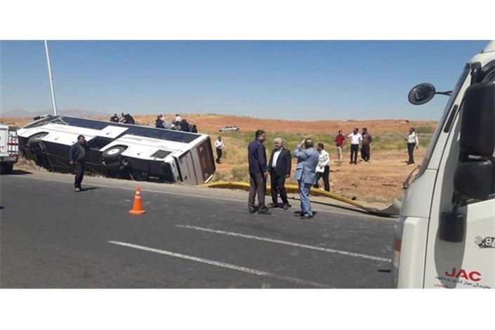 واژگونی اتوبوس در جاده شهریار/13 نفر مصدوم شدند