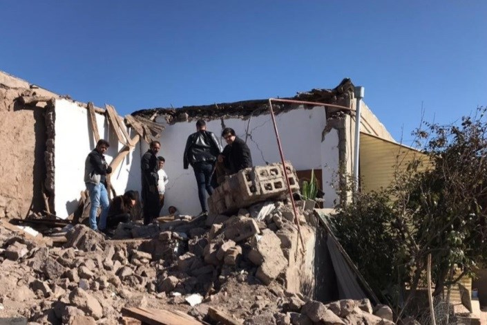 رئیس دانشگاه آزاد اسلامی میانه به خانواده جانباختگان زلزله تسلیت گفت