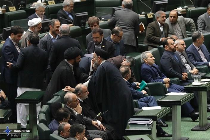 نظام مالی در ایران دچار خزان شده است
