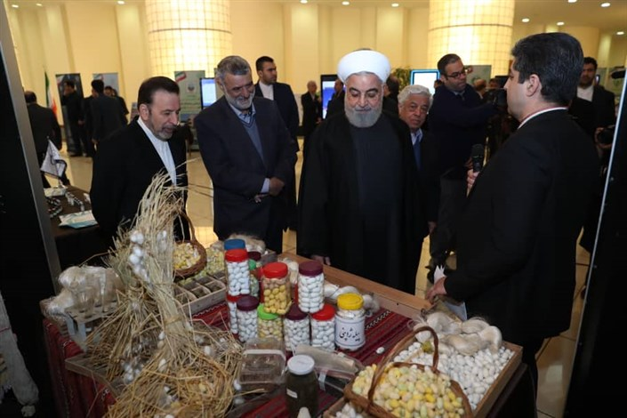 روحانی از نمایشگاه دستاوردها و توانمندیهای وزارت جهاد کشاورزی بازدید کرد