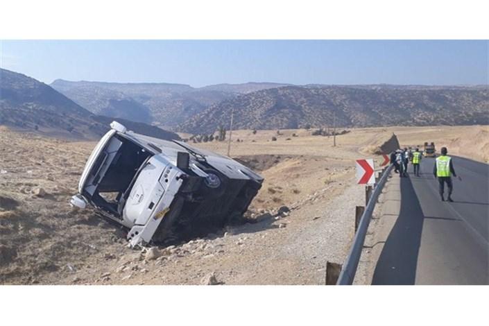 واژگونی اتوبوس در اتوبان زنجان-قزوین/۳ نفرکشته  و ۲۶نفر زخمی شدند