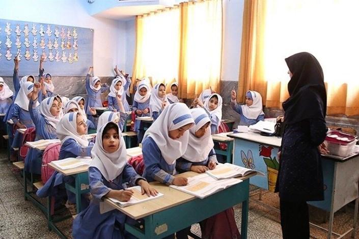 دولت بعد از ۸ سال نباید به معلمان غیررسمی بگوید قید استخدام را بزنید