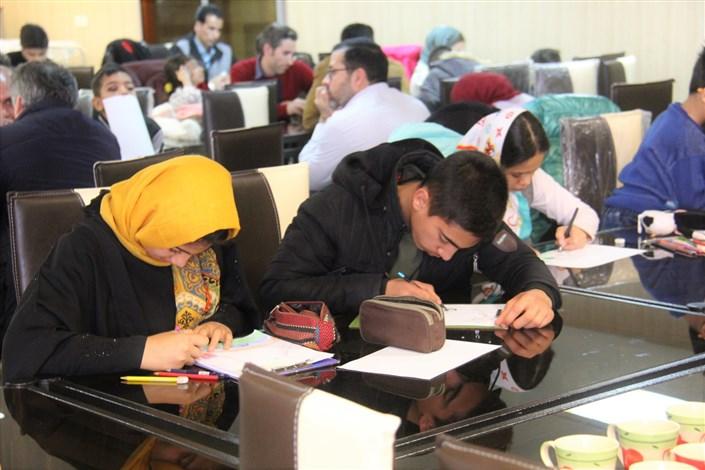 مسابقه نقاشی با موضوع نماز در دانشگاه آزاد کرج برگزار شد