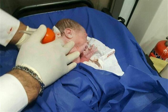 تولد دختر عجول در آمبولانس