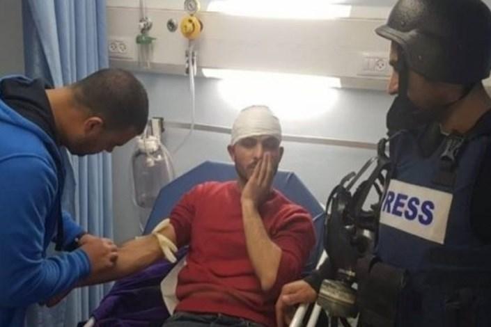رسانه فلسطینی: نظامیان صهیونیست به خبرنگاران حمله میکنند