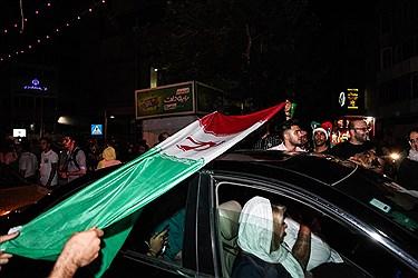 شادی مردم تهران در خیابان ها بعد از بازی ایران و پرتقال