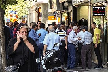 روزهای گنگ بازار ارز - خیابان فردوسی تهران