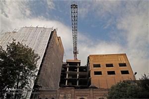 سقوط جرثقیل روی ساختمان روزنامه اطلاعات/ خطری حریم ساختمان را تهدید نمی کند