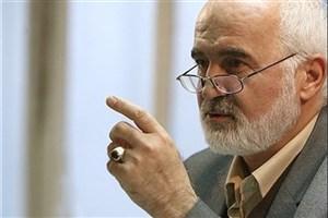 واکنش احمد توکلی در پی  توهین روزنامه یالثارات به هنرمندان  به دلیل پوشش در جشن حافظ