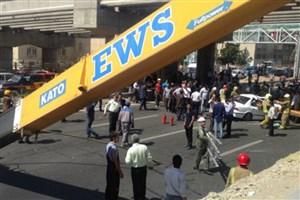 سقوط جرثقیل در بزرگراه نیایش/ یک نفر کشته شد