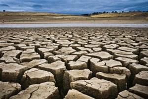 همراهی داوطلبان سازمان هلال احمر در آبرسانی به مناطق درگیر خشکسالی