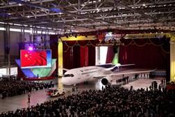 رونمایی از اولین هواپیمای مسافربری چینی