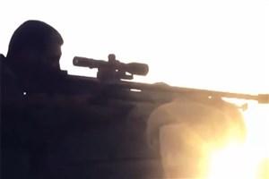 ویدیو / لحظه شلیک تک تیرانداز  به سربازان داعش