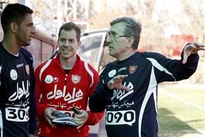 بازیکن و کادر فنی پرسپولیس بامداد یکشنبه وارد تهران شدند