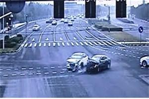 ویدیو / عاقبت رد کردن چراغ قرمز راهنمایی و رانندگی