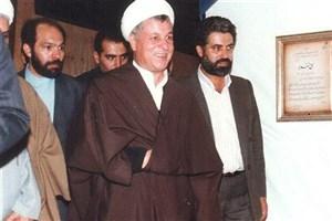 تصاویری دیده نشده از بازدید آیت الله هاشمی از غرفه پدر سفال و سرامیک ایران
