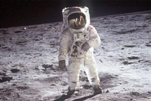 نخستین انسانی که روی ماه راه رفت که بود؟