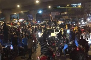 لبنانیهای خشمگین در اعتراض به بحران زبالهها ورودیهای بیروت را بستند