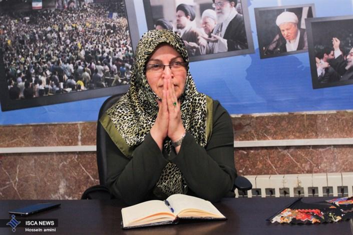 مصاحبه ایسکانیوز از آذر منصوری