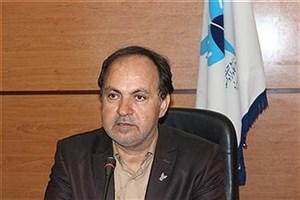 رئیس واحد یزد خواستار شد: استادان برای خروج دانشگاه از وابستگی به شهریه راهکار ارایه کنند