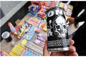 توقیف کامیون 10 تنی حامل مواد محترقه/ کشف ۸۰۰ هزار سیگارت، هفتترقه و بمبک