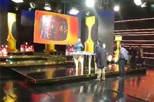 ویدیو / قسمت هایی از پشت صحنه برنامه تحویل سال نو احسان علیخانی