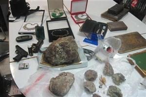 انهدام  باند حرفه ای  قاچاق / ۳۰میلیارد تومان عتیقه و سنگ قیمتی قاچاق کشف شد