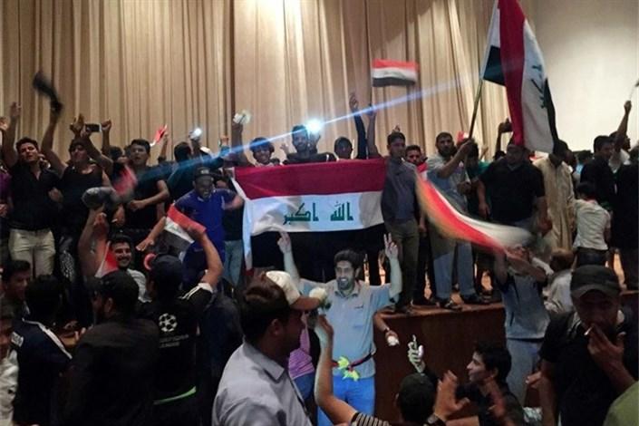 وضعیت پارلمان عراق برنامههای آمریکا را با تردید مواجه ساختهبیانیه مهم رهبران ائتلاف ملی/در دفتر ابراهیم الجعفری چه گذشت؟تعویق برگزاری نشست پارلمان عراق؛ ورود شماری از تظاهراتکنندگان به داخل مجلس