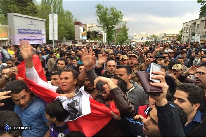 تجمع هواداران اولادی جلوی درب بیمارستان شهدا تجریش