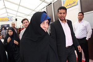 بازدید فاطمه طباطبایی از سالن دانشگاه آزاداسلامی در نمایشگاه کتاب/عکس