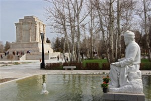 تجلیل از استادکاران ساخت آرامگاه فردوسی برای اولین بار
