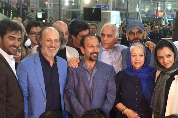 در میان استقبال مردم؛فرهادی، حسینی و ترانه علیدوستی به ایران آمدند/ تصاویر