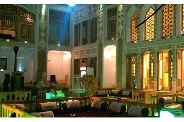 برخی  هتل های ایرانی  زنان مجدرد و مطلقه  را نمی پذیرند