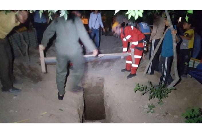 نجات کودک و پدر از مرگ حتمی/عملیات امدادرسانی درعمق چاه ۳۵ متری
