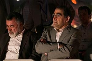 وزیر بهداشت به تماشای یک  تئاتر نشست