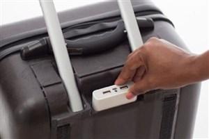 چمدانی که شارژر و GPS دارد و از پله بالا میرود/ عکس