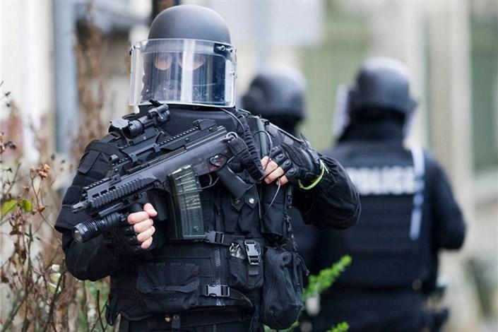 گروگان گیری در حومه پاریس/یک افسر پلیس و گروگانگیر کشته شدند