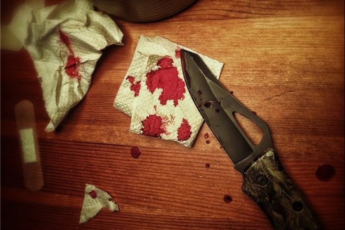 قاتل چاقو را به  زیر چشم مقتول فرو کرد
