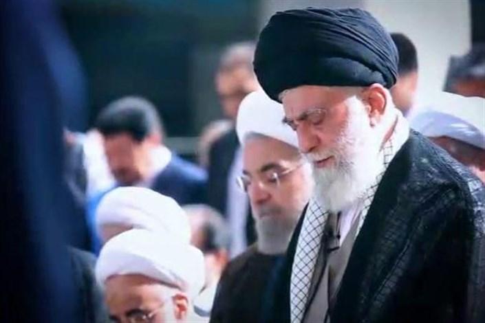 فیلمی متفاوت از قنوت و اشک های رهبر انقلاب در نماز عید فطر