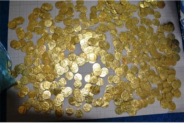 کلاهبرداران  قصد داشتند  سکه های تقلبی را به جای عتیقه در اینترنت بفروشند