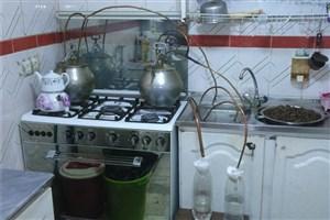 کارگاه تولید مشروبات الکلی در جنوب تهران کشف  و ضبط شد / عکس